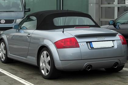 Audi TT 8N Roadster Aussenansicht Heck schräg statisch silber