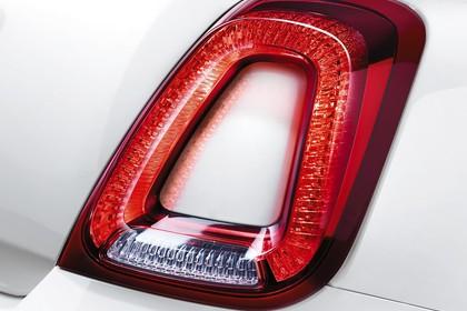 Fiat 500 312 Aussenansicht Heck schräg statisch Studio Detail Rückleuchte rechts