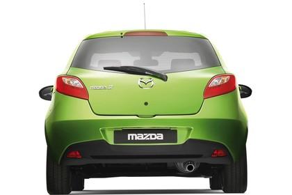 Mazda 2 Sport DE Studio Aussenansicht Heck statisch grün