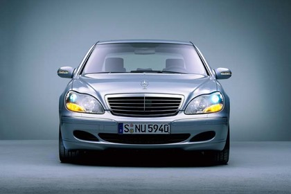 Mercedes S-Klasse W220 Studio Aussenansicht Front statisch silber
