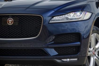 Jaguar F-Pace X761 Aussenansicht Front schräg statisch detail Scheinwerfer links