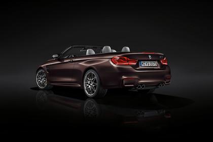 BMW M4 Cabrio F83 Aussenansicht Heck schräg Studio statisch bordeaux