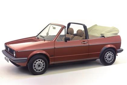 VW Golf 1 Cabrio Studio Aussenansicht Seite schräg statisch rot