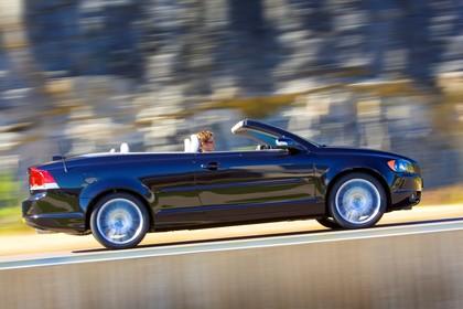 Volvo C70 Aussenansicht Seite dynamisch schwarz