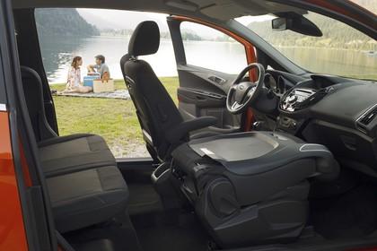 Ford B-MAX Innenansicht Armaturenbrett Vordersitze und Rückbank
