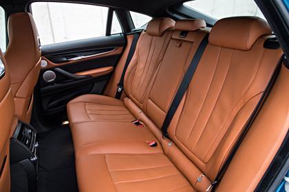 BMW X6 M F16 Innenansicht Rücksitzbank Studio statisch hellbraun