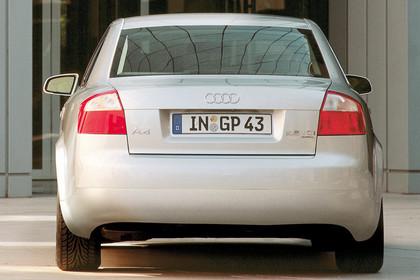 Audi A4 Limousine B6 Aussenansicht Heck statisch silber