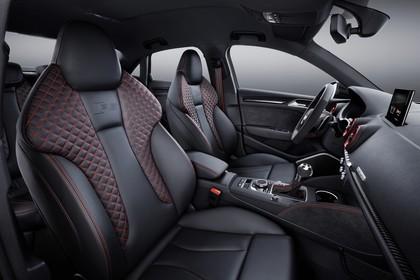 Audi RS3 Innenansicht Vordersitze Studio statisch schwarz