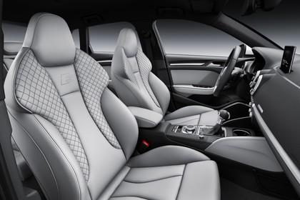 Audi A3 8V Sportback e-tron Innenansicht Vordersitze Studio statisch hellgrau