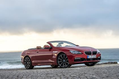 BMW 6er Cabrio F12 Aussenansicht Front schräg statisch rot