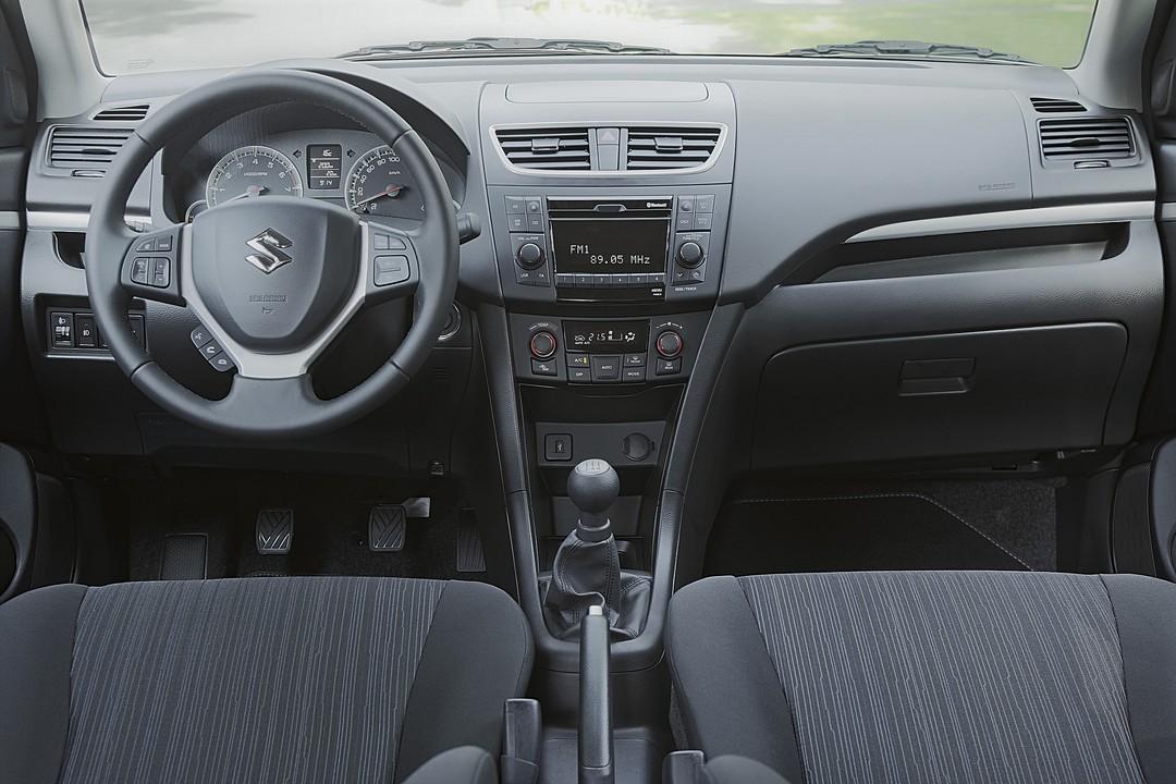 Suzuki Swift NZ Facelift Innenansicht Vordersitze Und Armaturenbrett