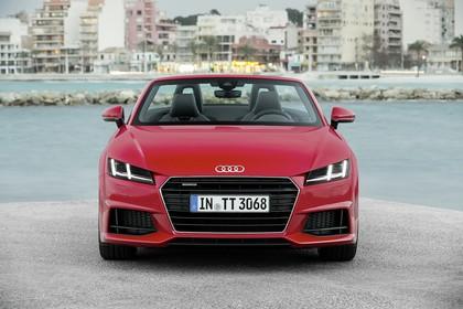 Audi TT 8S Roadster Aussenansicht Front statisch rot