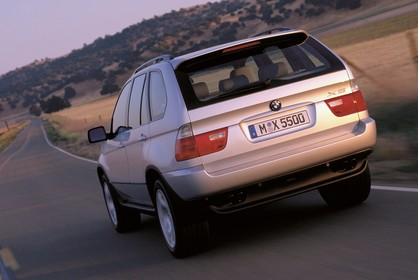 BMW X5 E53 Aussenansicht Heck schräg dynamsich silber