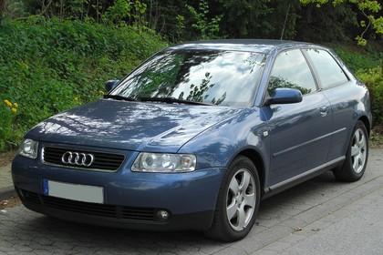 Audi A3 8L Aussenansicht Front schräg statisch blau