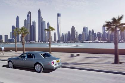 Rolls-Royce Phantom Aussenansicht Seite schräg erhöht dynamisch grau