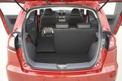 Mitsubishi Colt Fünftürer Z30 Innenansicht Kofferraum statisch schwarz rot