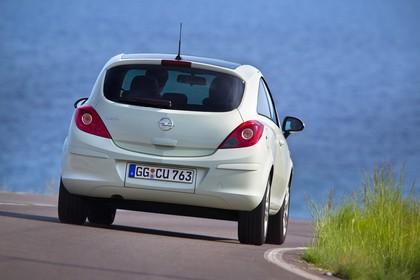 Opel Corsa D 3Türer Aussenansicht Heck dynamisch hellgrün