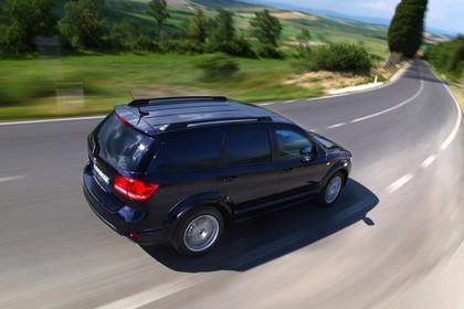 Fiat Freemont JC Aussenansicht Seite schräg erhöht dynamisch dunkelblau