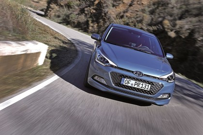 Hyundai i20 GB Aussenansicht Front schräg dynamisch grau