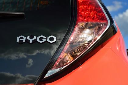 Toyota Aygo Aussenansicht Detail Rückleuchte statisch orange