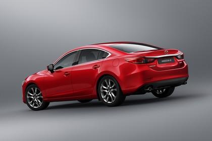 Mazda 6 Limousine GJ Aussenansicht Heck schräg statisch Studio rot
