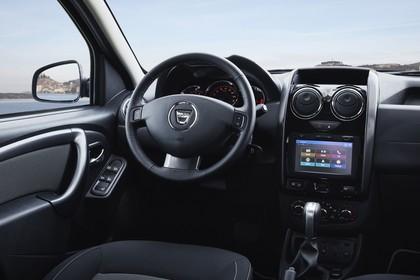 Dacia Duster SD Innenansicht statisch Fahrersitz und Armaturenbrett beifahrerseitig