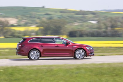 Renault Talisman Grandtourer (RFD) Aussenansicht Seite dynamisch rot