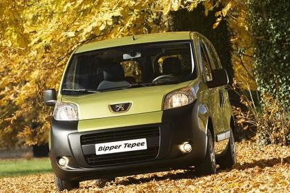 Peugeot Bipper Tepee A Aussenansicht Front schräg statisch grün