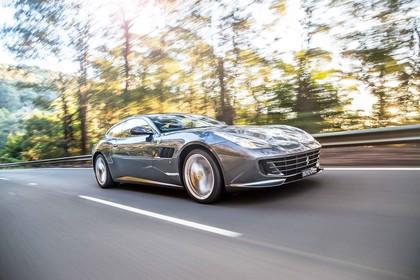 Ferrari GTC4 Lusso Aussenansicht Front schräg dynamisch grau