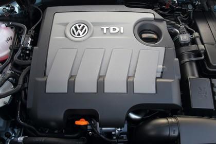 VW Passat Limousine B7 Aussenansicht statisch Detail Motor