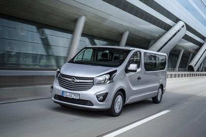 Opel Vivaro Kombi X82 Aussenansicht Front schräg dynamisch silber