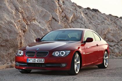 BMW 3er Coupé E92 LCI Aussenansicht Front schräg statisch rot