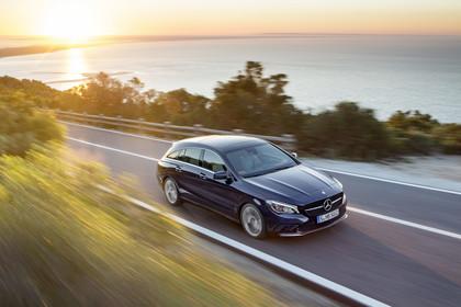 Mercedes CLA Shooting Brake X117 Aussenansicht Front schräg dynamisch blau