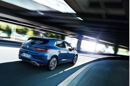 Renault Megane IV Aussenansicht Heck schräg dynamisch blau