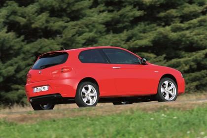 Alfa Romeo 147 Fünftürer 937 Aussenansicht Seite schräg dynamisch rot