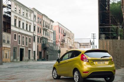 Ford Fiesta JA8 Dreitürer Ausenansicht Heck schräg statisch gold