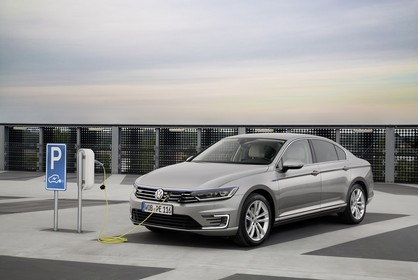 VW Passat B8 Aussenansicht Front schräg statisch silber