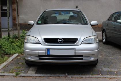 Opel Astra G Stufenheck Aussenansicht Front statisch silber