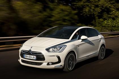 Citroën DS5 K Aussenansicht Front schräg dynamisch weiss