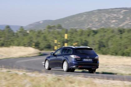 Mazda 6 Kombi GH Aussenansicht Heck schräg dynamisch blau