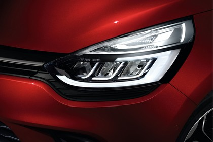 Renauld Clio Grandtour 4 Aussenansicht Front schräg statisch Studio Detail Scheinwerfer links
