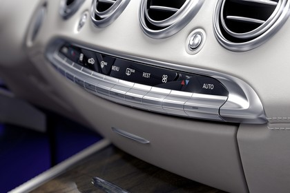 Mercedes-Benz S-Klasse Cabriolet A207 Innenansicht statsich Studio Detail Klimakontrolle