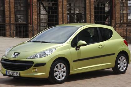 Peugeot 207 W Dreitürer Aussenansicht Front schräg statisch grün