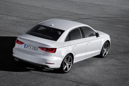 Audi A3 8V Limousine Aussenansicht Heck schräg statisch weiss