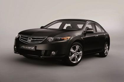 Honda Accord Limousine 8 Aussenansicht Front schräg statisch Studio braun