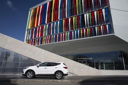 Hyundai Santa Fee DM Aussenansicht Seite statisch weiß
