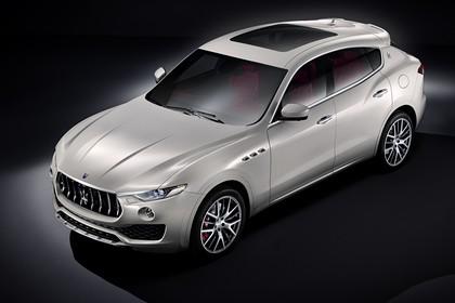 Maserati Levante Aussenansicht Front schräg erhöht statisch Stuio weiss