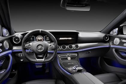 Mercedes-AMG E 63 W213/S231 Innenansicht Fahrerposition Studio statisch schwarz