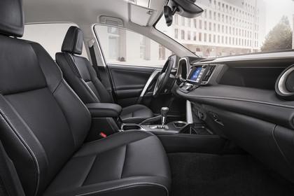 Toyota RAV4 (XA4) Innenansicht Sitze und Armaturenbrett statisch