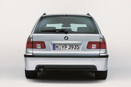 BMW 5er Touring E39 LCI Aussenansicht Heck statisch Studio silber